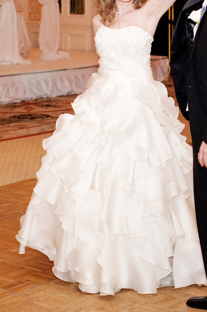 Jim Hjelm '8962 Semi Sweetheart' size 6 used wedding dress front view on bride