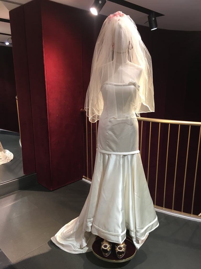 Henry Roth 'Custom' size 4 used wedding dress front view on mannequin