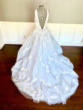 Load image into Gallery viewer, Nicole Spose 'NIAB18105' size 18 new wedding dress back view on mannequin