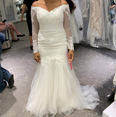 David's Bridal 'Traditional Mermaid' size 6 new wedding dress front view on bride