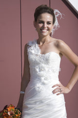 Enzoani 'semi mermaid' - Enzoani - Nearly Newlywed Bridal Boutique - 6