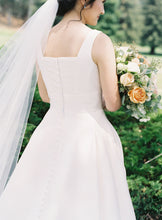 Load image into Gallery viewer, Stella York '6758' size 4 used wedding dress back view on bride