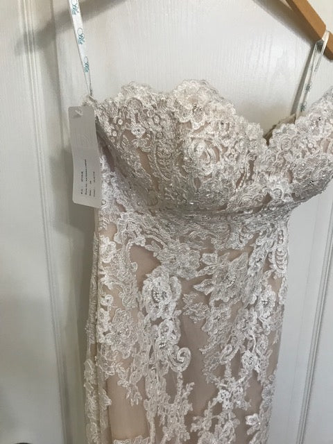 Enzoani 'Katerina' size 6 new wedding dress front view close up