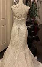 Load image into Gallery viewer, Oleg Cassini 'CWG594' wedding dress size-06 NEW