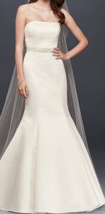 David's Bridal 'WG9871' size 10 new wedding dress front view on model