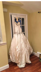 Stephen Yearick '13239' size 6 new wedding dress back view on hanger