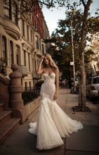 Load image into Gallery viewer, Berta '17' size 6 used wedding dress front view on model
