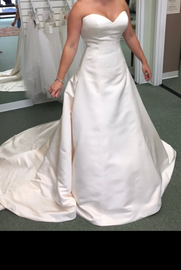 Justin Alexander 'Timeless' size 8 new wedding dress front view on bride