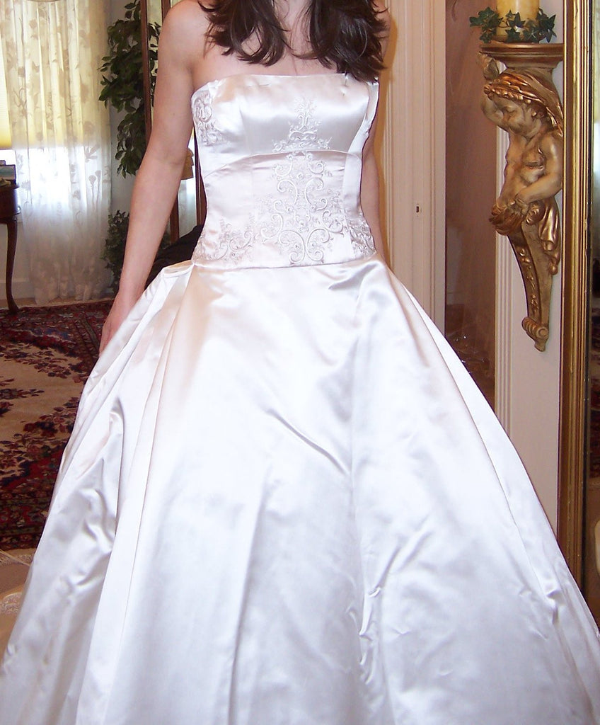 Reem Acra '9817' size 2 used wedding dress front view on bride