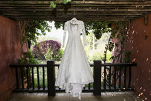 Load image into Gallery viewer, Oscar de la Renta 'Alicia' - Oscar de la Renta - Nearly Newlywed Bridal Boutique - 1