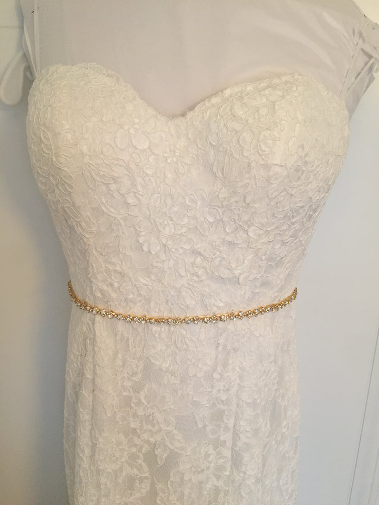 Demetrios '1443' size 4 used wedding dress front view close up