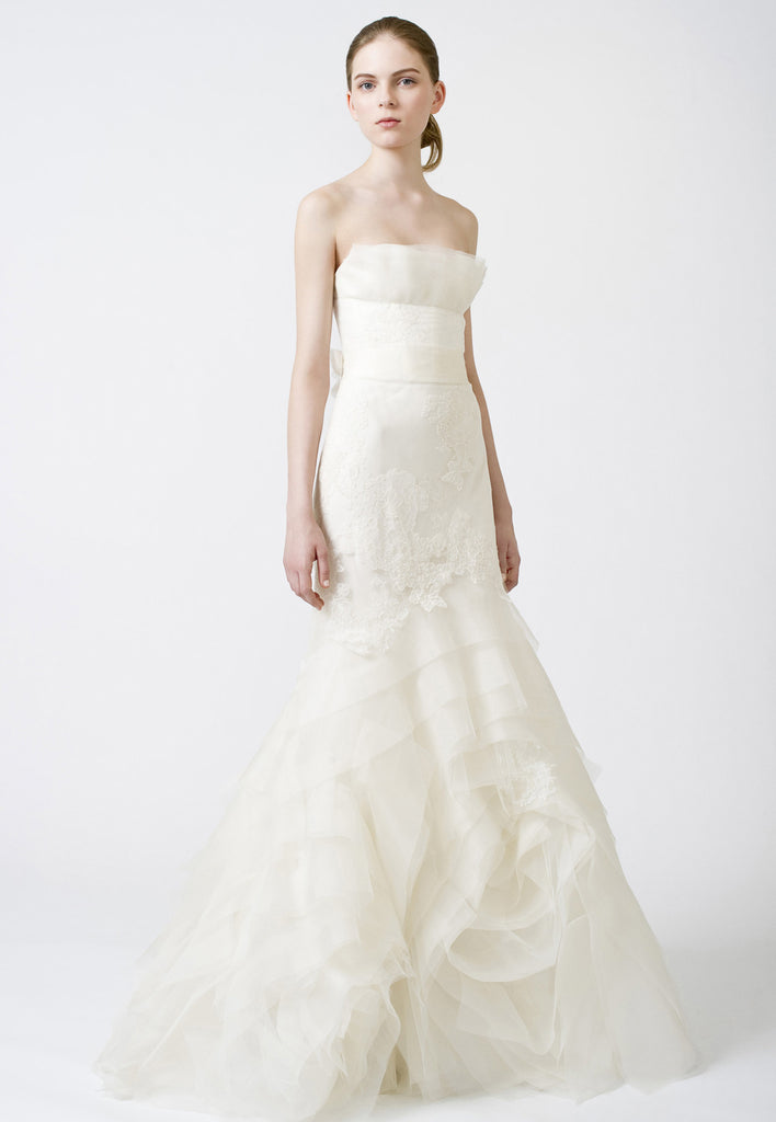 Vera wang 39 fawn 39 size 4 used wedding dress nearly newlywed for Price of vera wang wedding dress