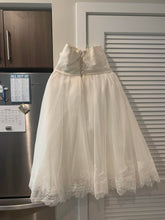 Load image into Gallery viewer, Galina 'Signature' wedding dress size-12 PREOWNED
