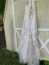 Load image into Gallery viewer, Essence Of Australia 'Moscato 6257' size 6 used wedding dress back view on hanger