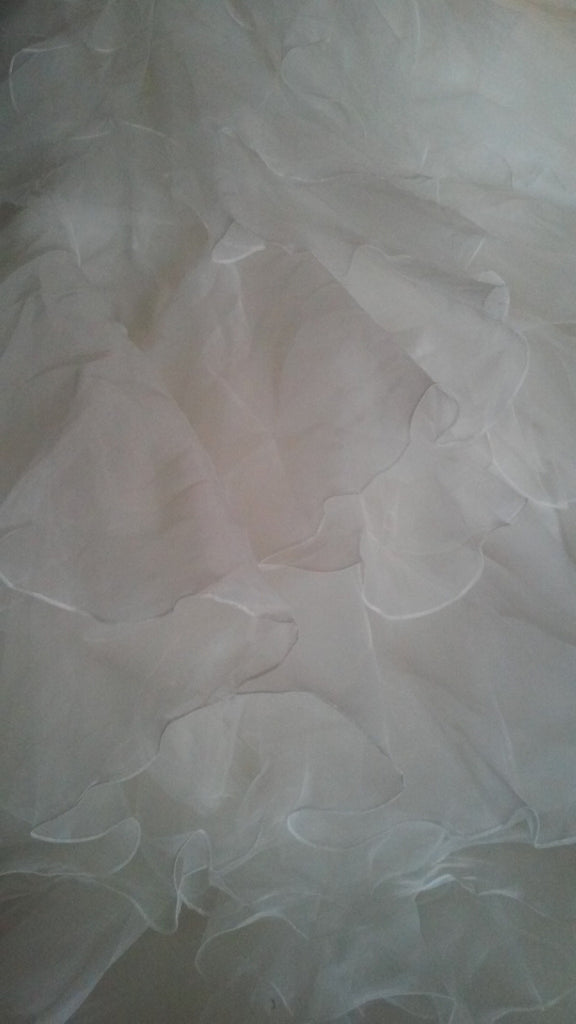 Oleg Cassini 'Strapless' size 18 new wedding dress close up of material