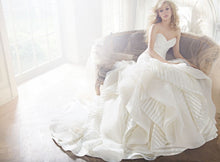 Load image into Gallery viewer, Hayley Paige 'Keaton ' wedding dress size-02 PREOWNED