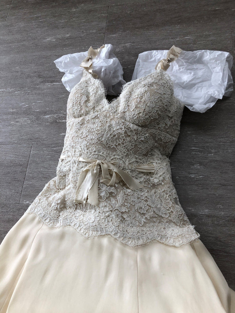 Monique Lhuillier 'Unsure' wedding dress size-00 NEW