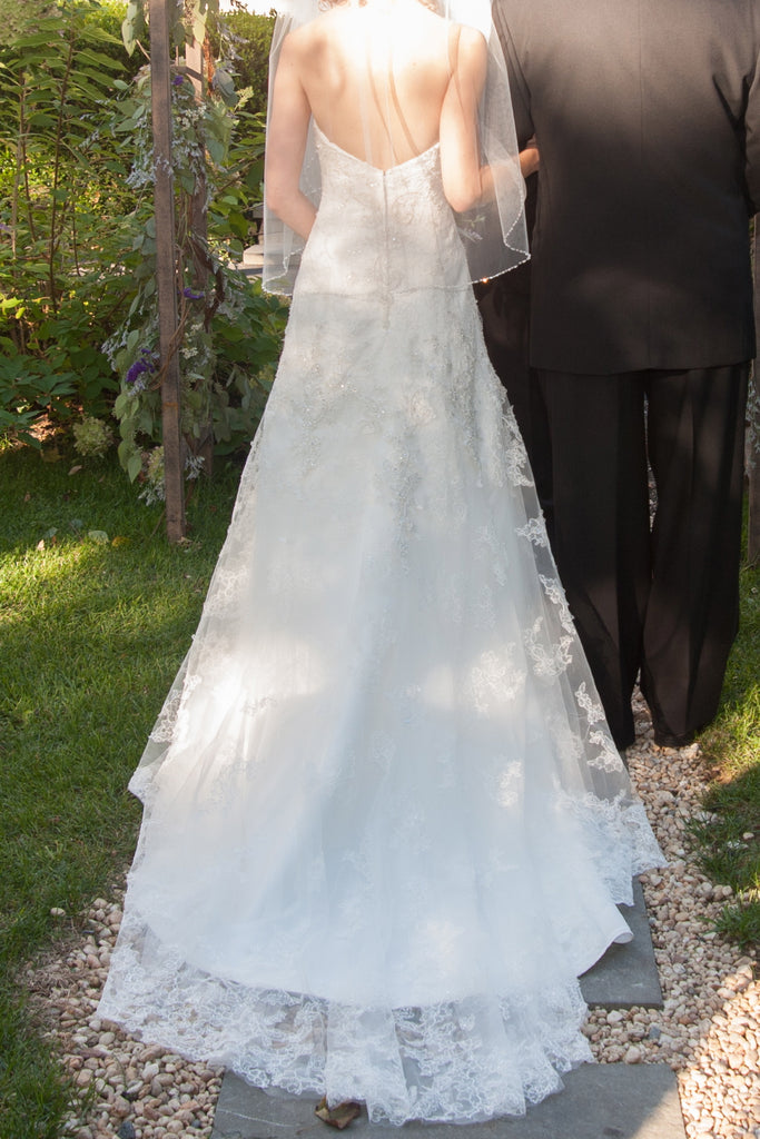 Casablanca '1827' size 0 used wedding dress back view on bride