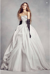 Vera Wang White 'Textured Organza' size 8 used wedding dress front view on model