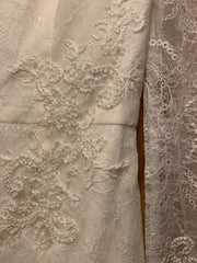 Vera Wang White 'Long Sleeve Lace Sheath' size 6 sample wedding dress close up of fabric