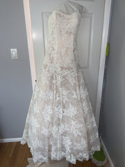 Kleinfeld 'Lace' size 6 new wedding dress front view on hanger