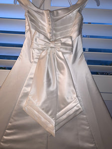 Mori Lee 'Off The Shoulder' size 4 used wedding dress back view close up