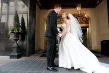 Load image into Gallery viewer, Reem Acra 'Classic - Reem Acra - Nearly Newlywed Bridal Boutique - 3
