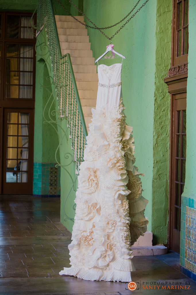 Gabriella Arango 'Off White' size 4 used wedding dress front view on hanger