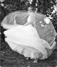 Load image into Gallery viewer, Monique Lhuillier 'Swan Lake' - Monique Lhuillier - Nearly Newlywed Bridal Boutique - 1