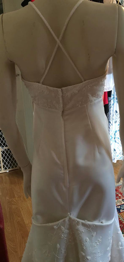 Rena Koh '0226' size 6 used wedding dress back view on mannequin