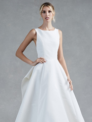 Oscar de la Renta 'Hayden' size 12 used wedding dress front view on model