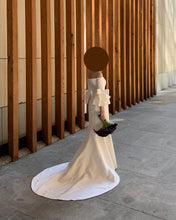 Load image into Gallery viewer, Carolina Herrera 'Faye' size 0 used wedding dress side view on mannequin