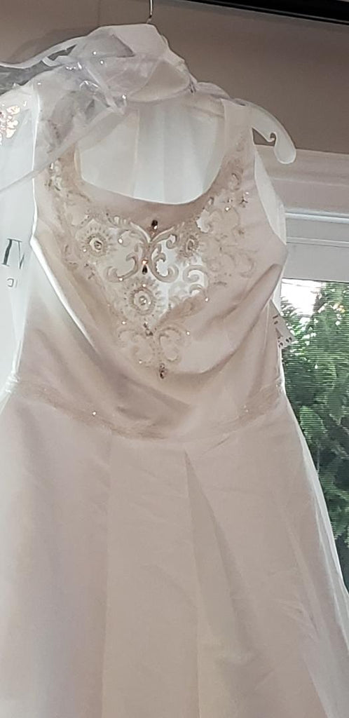 David's Bridal 'Beaded' size 12 new wedding dress front view close up
