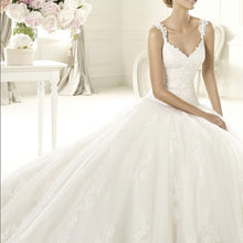 Load image into Gallery viewer, Pronovias 'Uri' size 6 new wedding dress front view on model