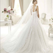 Load image into Gallery viewer, Pronovias 'Uri' size 6 new wedding dress back view on model