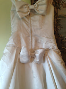 Vera Wang 'Off the Shoulder Wedding Dress' - Vera Wang - Nearly Newlywed Bridal Boutique - 6