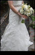 Load image into Gallery viewer, Allure Bridals '9113' - Allure Bridals - Nearly Newlywed Bridal Boutique - 3