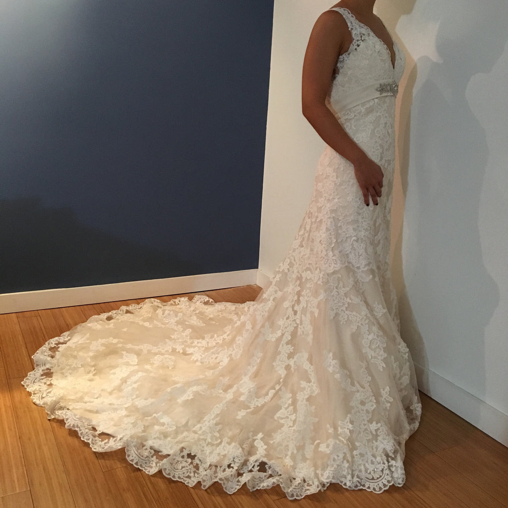 Allure Bridals Wedding Dresses: Allure Bridals '8634' Size 0 New Wedding Dress