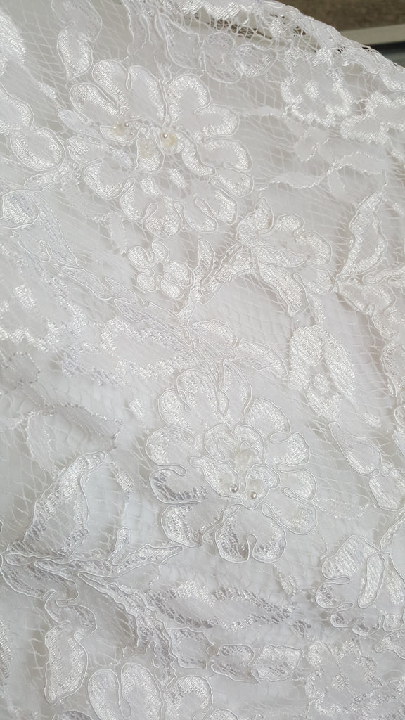 Monique Luo 'White Dress' size 2 new wedding dress close up of material