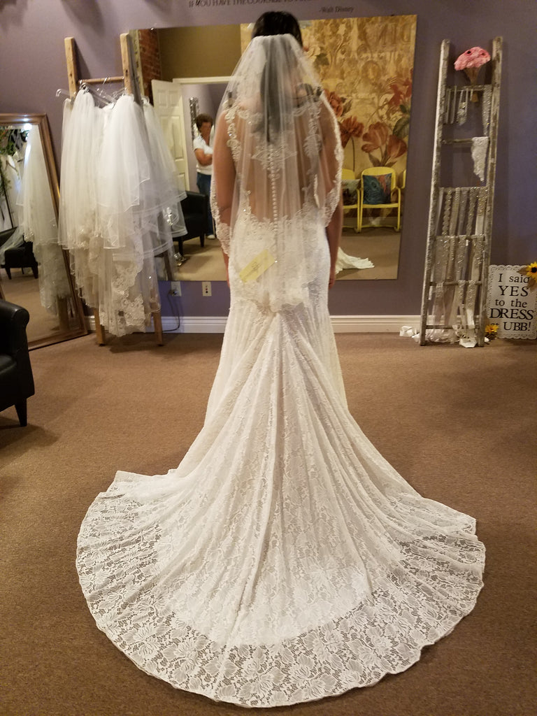 Allure Bridals '9460' size 8 new wedding dress back view on bride