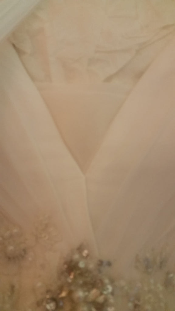 Anaiss 'Modern' size 8 new wedding dress view of fabric