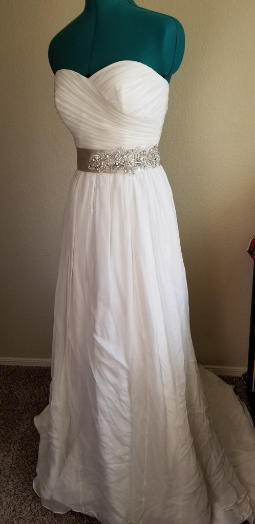 Jasmine Couture Bridal 'T152018' size 4 new wedding dress front view on mannequin