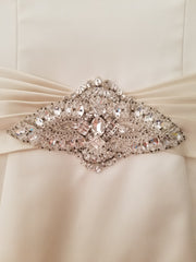 Essence of Australia '1098' size 4 used wedding dress view of broach