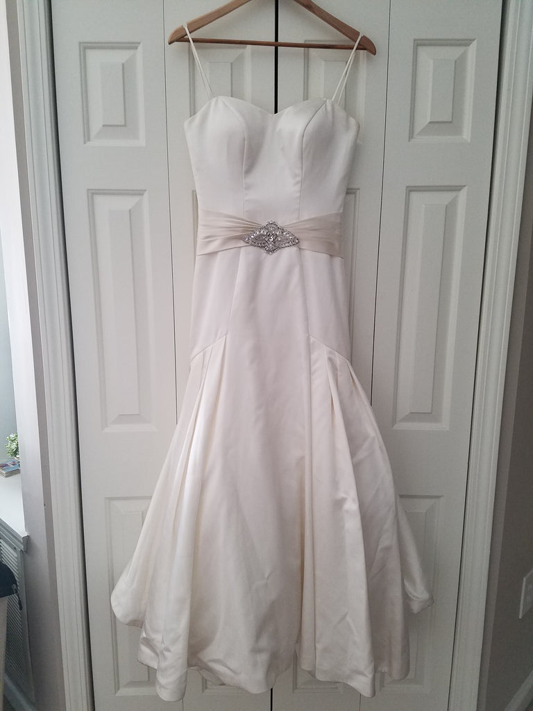 Essence of Australia '1098' size 4 used wedding dress front view on hanger