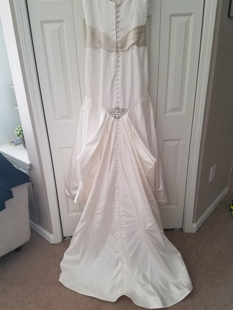 Essence of Australia '1098' size 4 used wedding dress back view on hanger