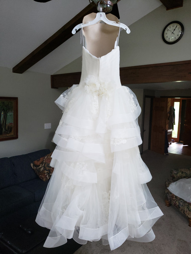 Vera Wang White 'Strapless Tulle' size 10 new wedding dress back view on hanger