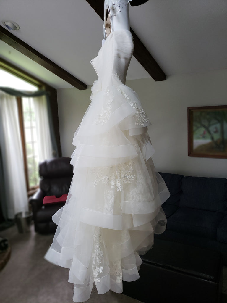 Vera Wang White 'Strapless Tulle' size 10 new wedding dress side view on hanger