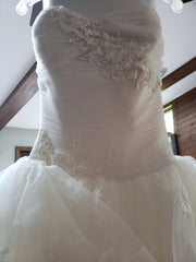 Vera Wang White 'Strapless Tulle' size 10 new wedding dress front view close up