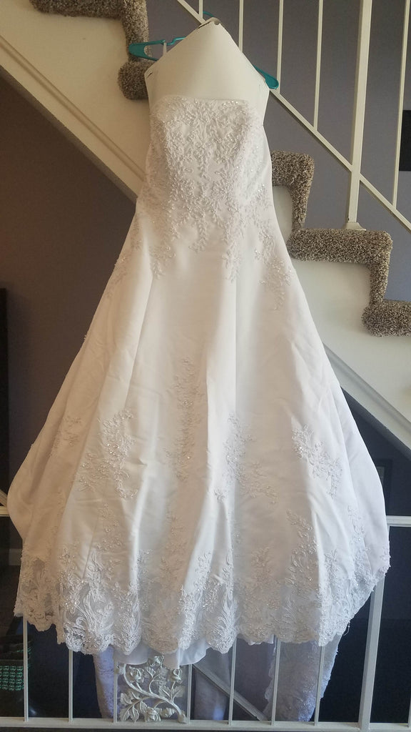David's Bridal 'Michelangelo V8377' size 14 used wedding dress front view
