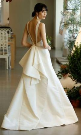Oscar de la Renta 'Hayden' size 12 used wedding dress back view on model